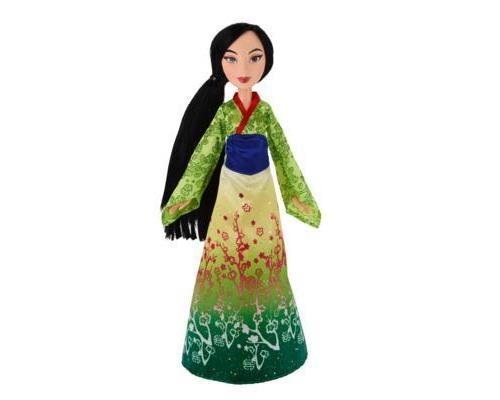 Le monde merveilleux de Mulan, l´héroïne du dessin animé de Disney, s´invite dans la chambre de votre petite fille à travers cette poupée. Faites-lui plaisir en lui offrant pour Noël ou son anniversaire une princesse au costume merveilleux. Elle passera d