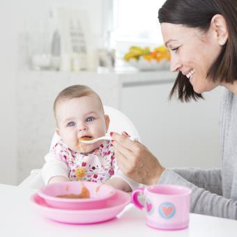 Vajilla infantil para microondas de color rosa los for Vajilla rosa