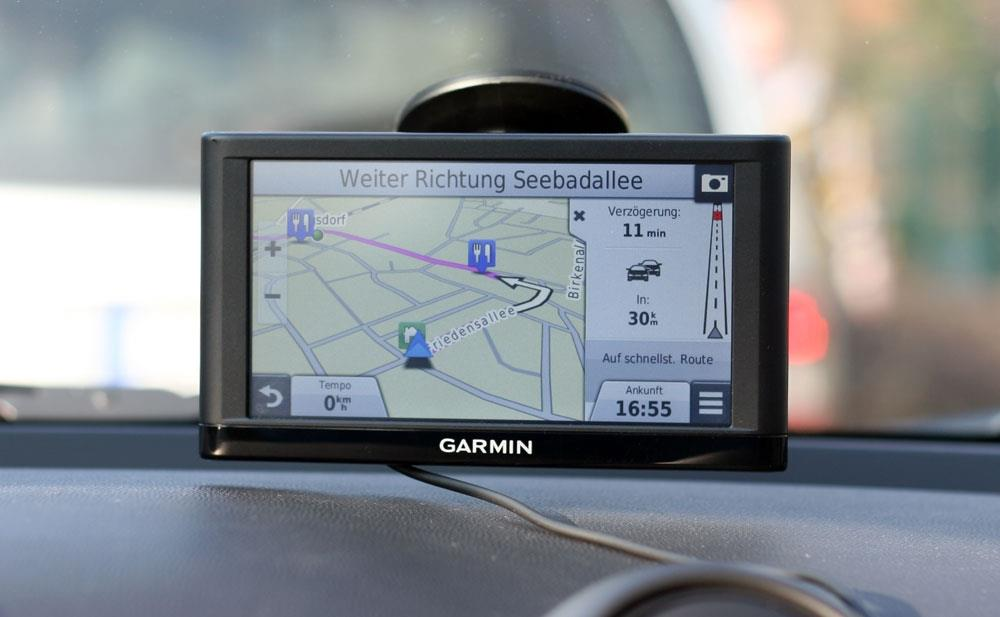 gps pour voiture garmin ou tomtom conseils d 39 experts fnac. Black Bedroom Furniture Sets. Home Design Ideas