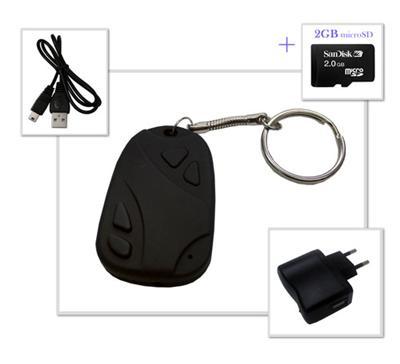 Porte-clés avec une mini-caméra + carte SD 2GB Description de produit : Que ce soit pour des photos ou des vidéos, ce petit porte-clés est votre meilleur allié pour vos balades. Grâce à sa mini-caméra et son micro intégrés, vous pourrez enregistrer vos ph
