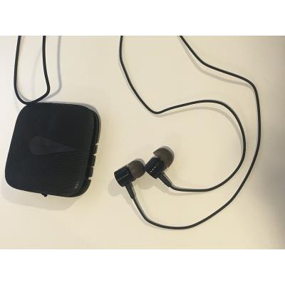 Ces ecouteurs intra-auculaire noir effet lacet de la marque CABLING avec télécommande et micro intégrés ont été conçu spécialement pour offrir uen excellente tenue à l´intérieur de tous les types d´oreilles. Avec la télécommande très complète, vous pilote