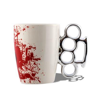 Image du produit Tasse anse poing américain mug avec tache sang