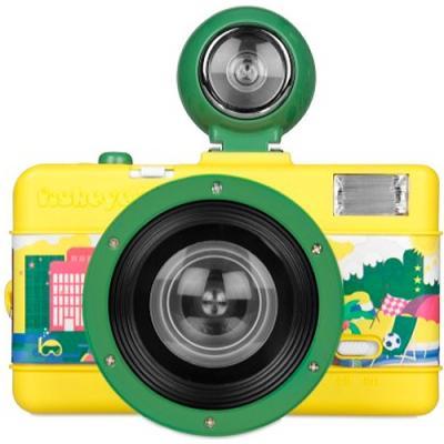 Le Fisheye le plus compact du monde avec de riches fonctionnalités. Utilise de la pellicule 35mm.