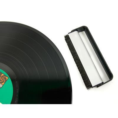 * Brosse en fibre de carbone un nettoyage doux et efficace de vos vieux vinyles * Composants à effet antistatique * Poignée en aluminium et bande de nettoyage * Poils fins qui nettoient bien entre les microsillons DURAGADGET vous présente sa brosse de net