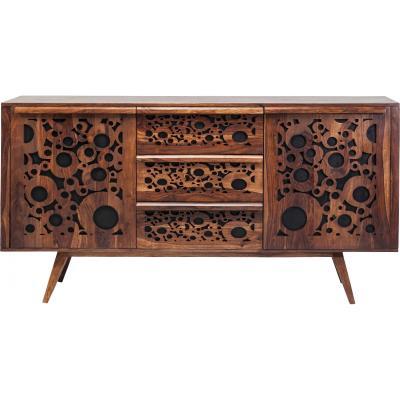 Avec ses bulles taillés dans du bois exotique, ce meuble vous fait voyager dans des contrées tropicales et idylliques. Il révéléra tout son potentiel dans un salon aux couleurs claires qui permettent d´ apporter un contraste saisissant au bois sombre.