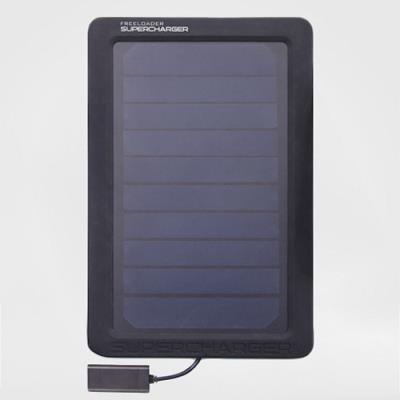 Recharger son smartphone et GPS avec un chargeur solaire de poche