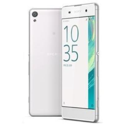Ergonomiquement, le smartphone repose sur un châssis dont les lignes reprennent les acquis du design Omnibalance tel quil a été revu et corrigé en 2015 avec la gamme Z5. Du métal sur les tranches, avec un lecteur dempreinte sur celle de droite, au-dessus