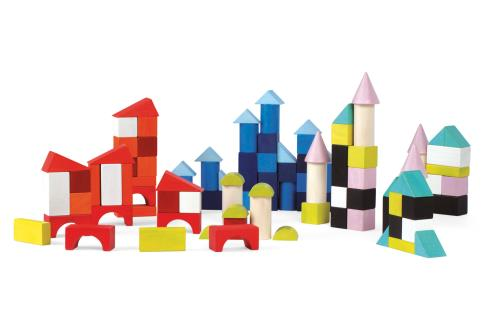 Baril de 100 cubes en bois massif pour construire le monde en couleurs. De multiples constructions possibles pour les architectes en herbe : villes, tours, paysages.. Les enfants aimeront créer et construire des formes diverses et stimuler leur imaginatio