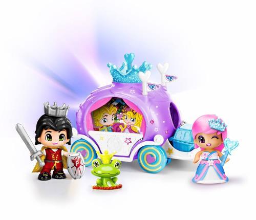 Dans leur superbe Carrosse, la belle Princesse et son Prince Charmant s´apprête à parcourir le monde dans leurs habits de lumière. Peut-être se rendent-ils au bal pour une soirée inoubliable ? Accompagnés par leur fidèle ami la grenouille, ils ont tous le