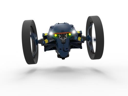 Pilotez facilement l´un de ces mini drones qui vole, éclaire, navigue et parle. Et surtout capturez des vues aériennes des zones survolées avec la minicaméra embarquée !