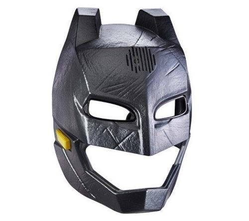 Le véritable masque de Batman tiré du film Batman vs Superman. Il permet de transformer la voix du petit garçon en celle Batman. Dès 4 ans.