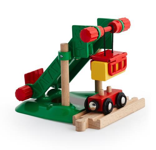 La zone de chargement du fourrage est un accessoire idéal pour compléter le thème de la ferme équestre. Tournez le bouton pour lever les bottes de foin magnétique du wagon et les faire glisser. Un autre bouton permet de libérer la charge.