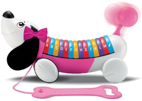 Ce malicieux et mignon petit chien à la fière allure connait son alphabet sur le bout des pattes ! Tire sur sa laisse pour marcher en sa compagnie et entendre la chanson de l´alphabet. Avec sa démarche chaloupée et sa queue qui remue c´est encore plus drô