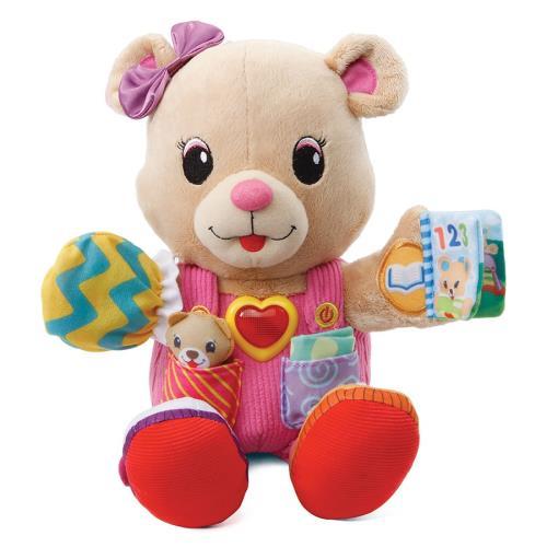 Juliette 1, 2,3, habille-moi - 12 - 36 mois Un adorable ourson à câliner qui accompagne Bébé au quotidien avec différentes textures pour stimuler la curiosité de Bébé. Il apprend à Bébé à s´habiller et interagit avec lui grâce à ses 5 points d´interaction