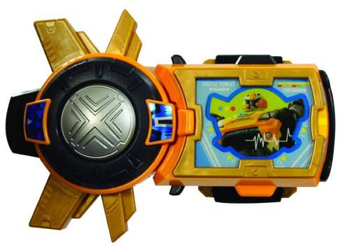 Bracelet de commandes de Kory ! La Tobot Smart Key Y est le bracelet de Kory qui contient la Tokey Y (clé d´activation) pour Tobot Y et Tobot Evolution Y. C´est aussi ce bracelet qui lui permet de communiquer avec ses Tobot. Son écran est tactile et tu y
