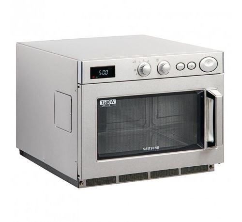 Four micro-ondes - 1500 w