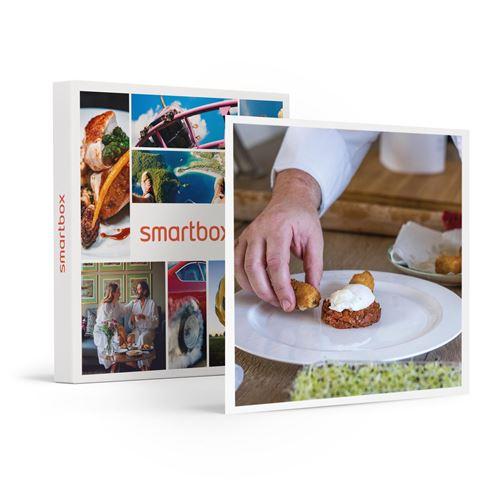 SMARTBOX - 2h30 de cours de cuisine à domicile : préparation et dégustation d'1 menu 2 plats pour 4 personnes - Coffret Cadeau