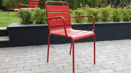 Salon de jardin en métal 1 table et 8 fauteuils, Palavas - Rouge ...