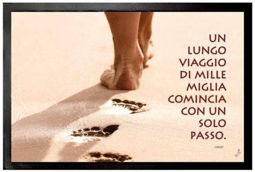 Motivation Paillasson Essuie-Pieds - Un Lungo Viaggio Di Mille Miglia Comincia Con Un Solo Passo (40x60 cm)