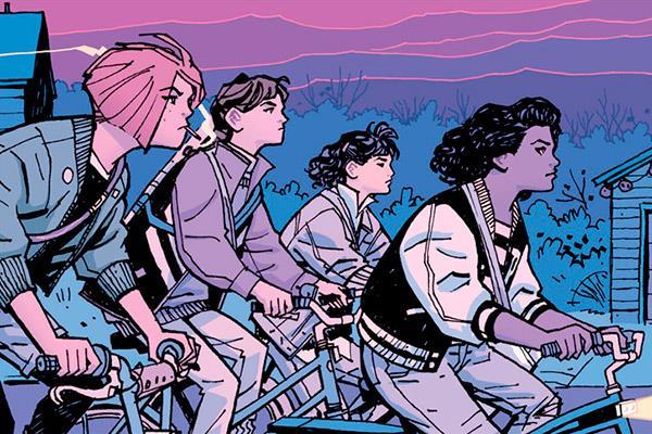 Paper girls: Molando en bicicleta