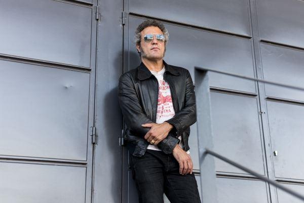 Carlos Tarque presenta su primer disco en solitario