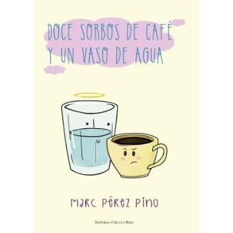Doce sorbos de café y un vaso de agua