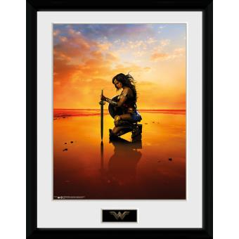 Fotografía enmarcada Wonder Woman Arrodillado 30x40 cm