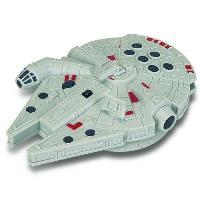Figura Star Wars Halcón Milenario con mando (15cm)