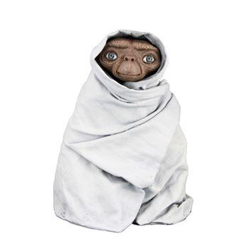 Figura E.T. - E.T. envuelto en manta