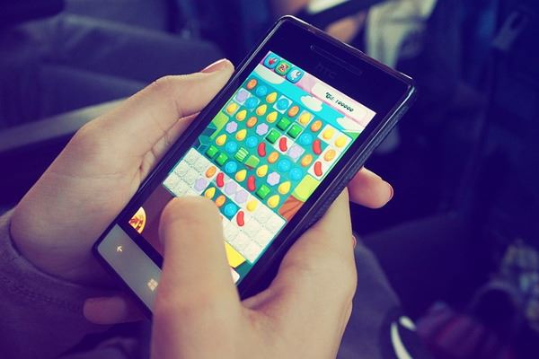 candy-crush-smartphone
