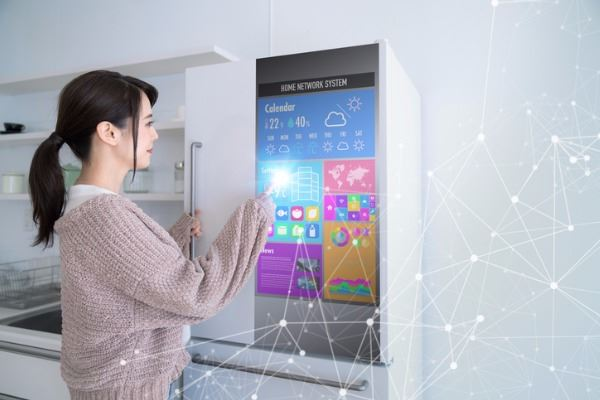 smart-refrigerator-concept-picture-id994778014