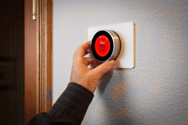 smart-home-digital-thermostat-heating-and-cooling-automation-system-picture-id1048638594