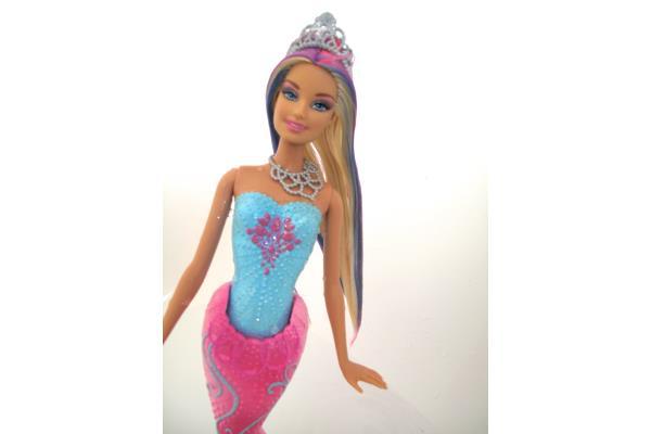 Barbie sirene cheveux change de couleur coupes de cheveux et coiffures - Barbie sirene couleur ...