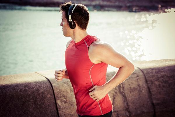 5 Casques Et écouteurs Sport Pour Vous Accompagner Dans Leffort
