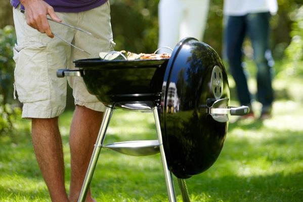 Weber Le Roi Du Barbecue Se Met Au Format Compact