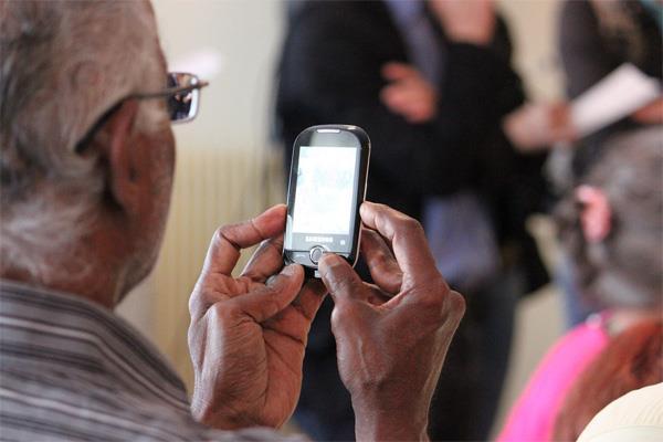 Les Telephones Pour Seniors En 7 Points Conseils D Experts Fnac