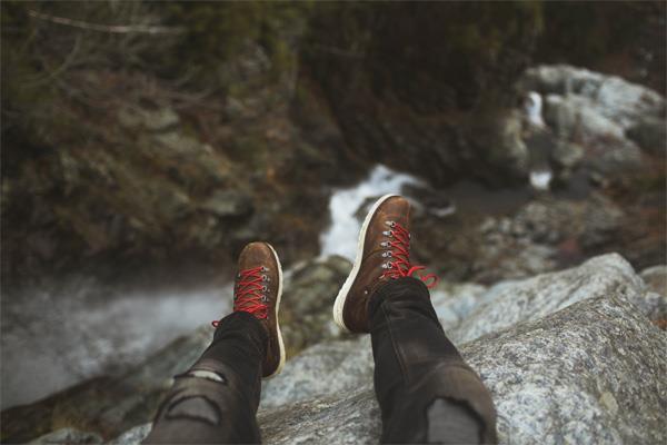 Marche ou randonnée : le choix stratégique des chaussures