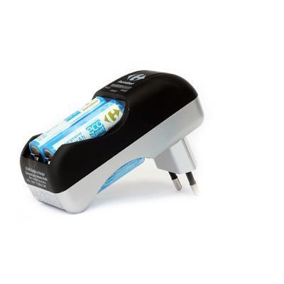 Uniross - Chargeur de batteries AA/HR6 et AAA/HR03 + 4 accus AA 1900 mAh et 2 accus AAA 600 mAH - ref: U0211970E