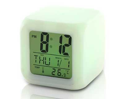 Réveil Cube Lumineux LED 4 Couleurs HeureDate