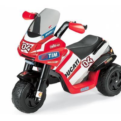 Age recommandé : 2 ans - 4 ans MOTO 6 volts à 3 roues. 1 vitesse avant (2,7 km/h)pédale d'accélérateur et frein. livré avec batterie 6 volts 4,5Ah et chargeur. Poids maximum de l'enfant : 15 Kgs. . Livré en France métropolitaine uniquement hors Corse. Dél