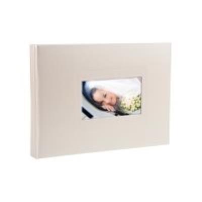 L'album livre Softissimo est orné d'une fenêtre, elle-même entourée d'un cadre fantaisie, qui permet la personnalisation de la couverture avec votre photo favorite. L'album 22x28,5cm est un format dos fin, dans une taille identique à celle des livres phot