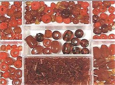 Boîte avec perles en verre - Rubis