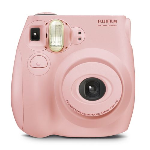 L'appareil photo instantané Fujifilm Instax mini 7S permet d'obtenir des tirages sur papier argentique au format carte de visite quelques instants après la prise de vue.