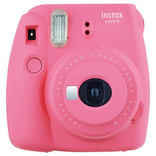 L'appareil photo instantané Fujifilm Instax mini 9 permet d'obtenir des tirages sur papier argentique au format carte de visite quelques instants après la prise de vue