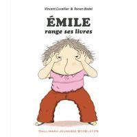 Émile range ses livres