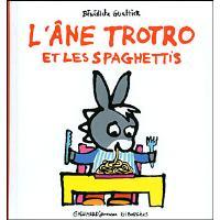 L'âne Trotro mange des spaghetti