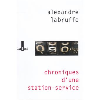 https://static.fnac-static.com/multimedia/Images/FR/NR/65/ce/a9/11128421/1540-1/tsp20190826170227/Chroniques-d-une-station-service.jpg