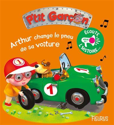 Arthur change le pneu de sa voiture