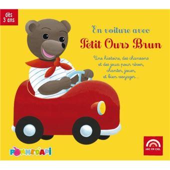 En voiture avec petit ours brun