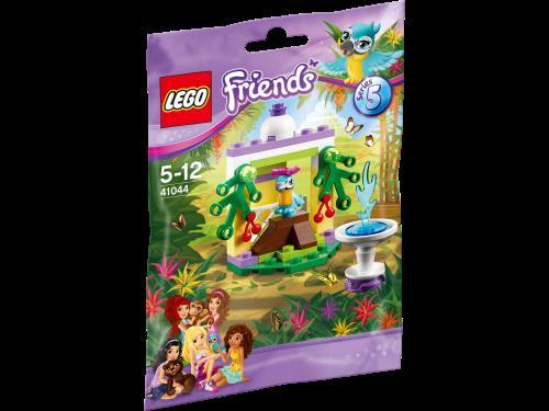Les perroquets sont des oiseaux tropicaux colorés. Place celui-ci sur son perchoir pour qu'il puisse regarder la jungle et jouer dans sa fontaine. Quand il a soif, il peut boire ou même se laver dans la baignoire pour oiseaux. Soigne ton propre animal LEG